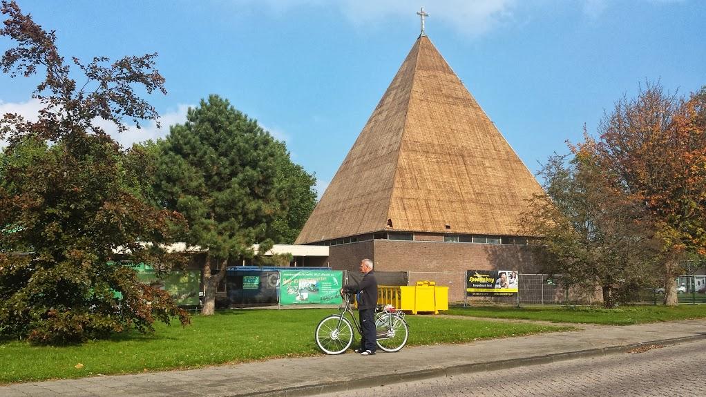 Het Kruispunt in Volendam is niet meer. De piramide wordt gesloopt.